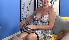 Sexy Mature Slut Gets a Facial With Big Cock