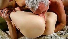 Huge waterpipe toying cock rams pussy