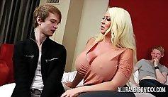 Pornstars go wild with their threesome